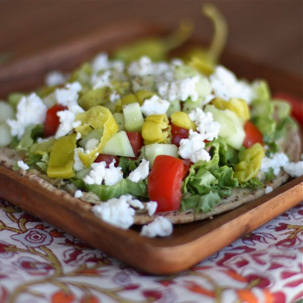 Greek-Salad-Pita-Pizza-recipe-1