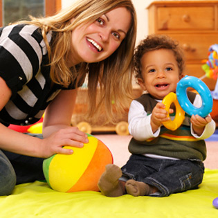 article-childcare-nanny-baby-playing