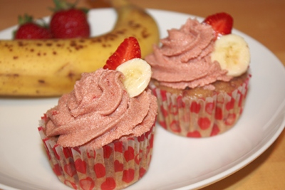 vegan-strawberry-banana-cupcakes